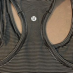 Lululemon Swiftly Tech Racerback size 4. Exc. cond